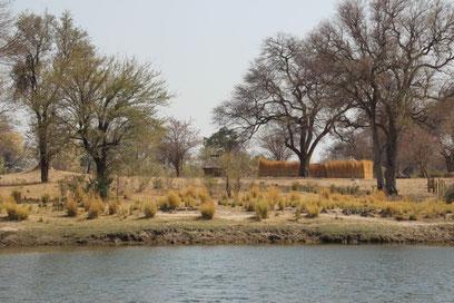 Habitation au bord de la rivière Kavango