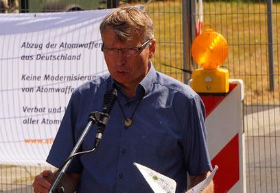 Pfarrer Dr. Matthias-W. Engelke, hier beim Abschluss der Fastenaktion gegen Atomwaffenin Büchel am 9. August 2018