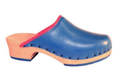 Sabot suédois avec bout confortable pour homme et pour femme en cuir bleu turquoise et caoutchouc assorti. Le cuir est rehaussé par une bordure cuir orange acidulé