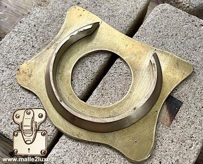 Brass lock custom manufacturing old trunk in Aux Etats Unis  paris Louis Vuitton vintage