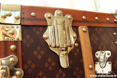 magnificent solid brass clasps old Louis Vuitton trunk, trunk in Aux Etats Unis  the company of nails in the sun rue richard-lenoir 75011 Paris