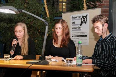 """""""Angekreuzt und aussortiert"""" ist der Titel der Lesung – Jugendliche aus Rehburg-Loccum lesen Texte zur Euthanasie in der NS-Zeit."""