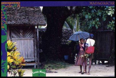 Carte postale ancienne de Sainte-Marie de Madagascar: pluie ou soleil