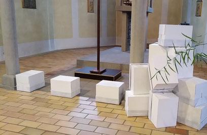 Aus Kartons soll symbolisch eine Mauer entstehen