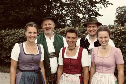 v.l.n.r.: Katharina, Georg sen., Sissi, Georg jun., Magdalena