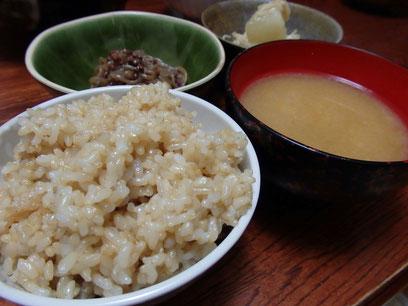 玄米ご飯が美味しすぎて「これだけでもいいかも」と旦那さんが言いました。数年前には考えられない発言にビックリ!