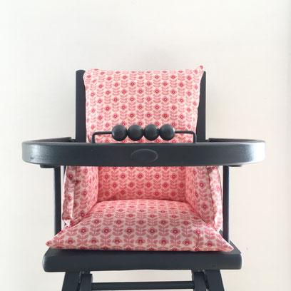 Coussin de chaise haute en coton enduit. Facile d'entretien il est lavable à l'éponge