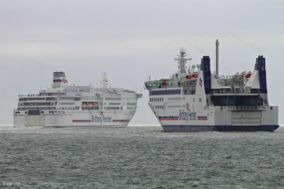 Barfleur quittant Portsmouth en direction de Santander, avec à son bord des camions impactés par une panne de Étretat.