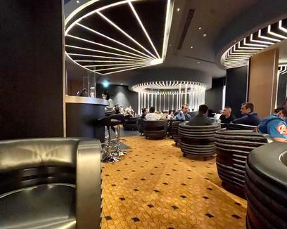disneyland paris - Skyline Bar marvel hotel