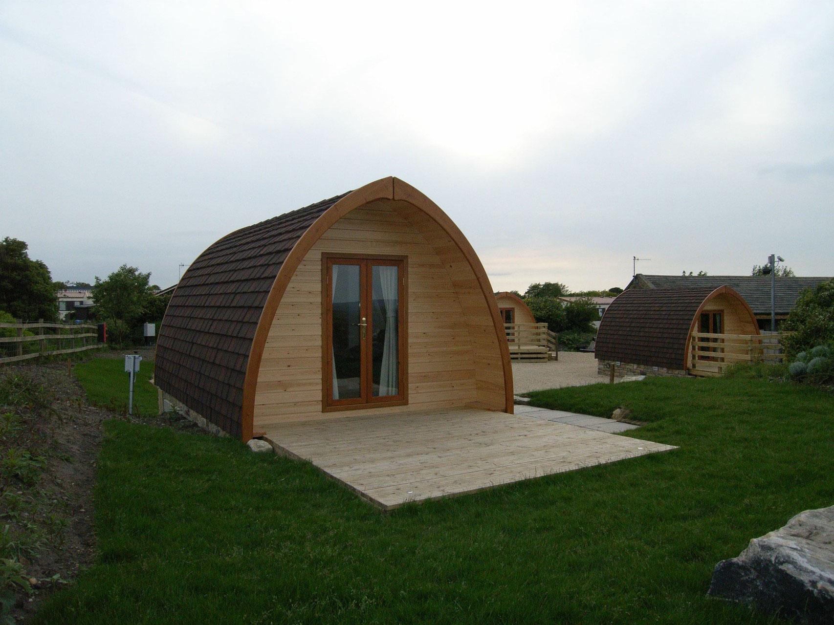 Le pod avec salle de bain un mobil home en bois au for Bungalow in legno abitabili prezzi