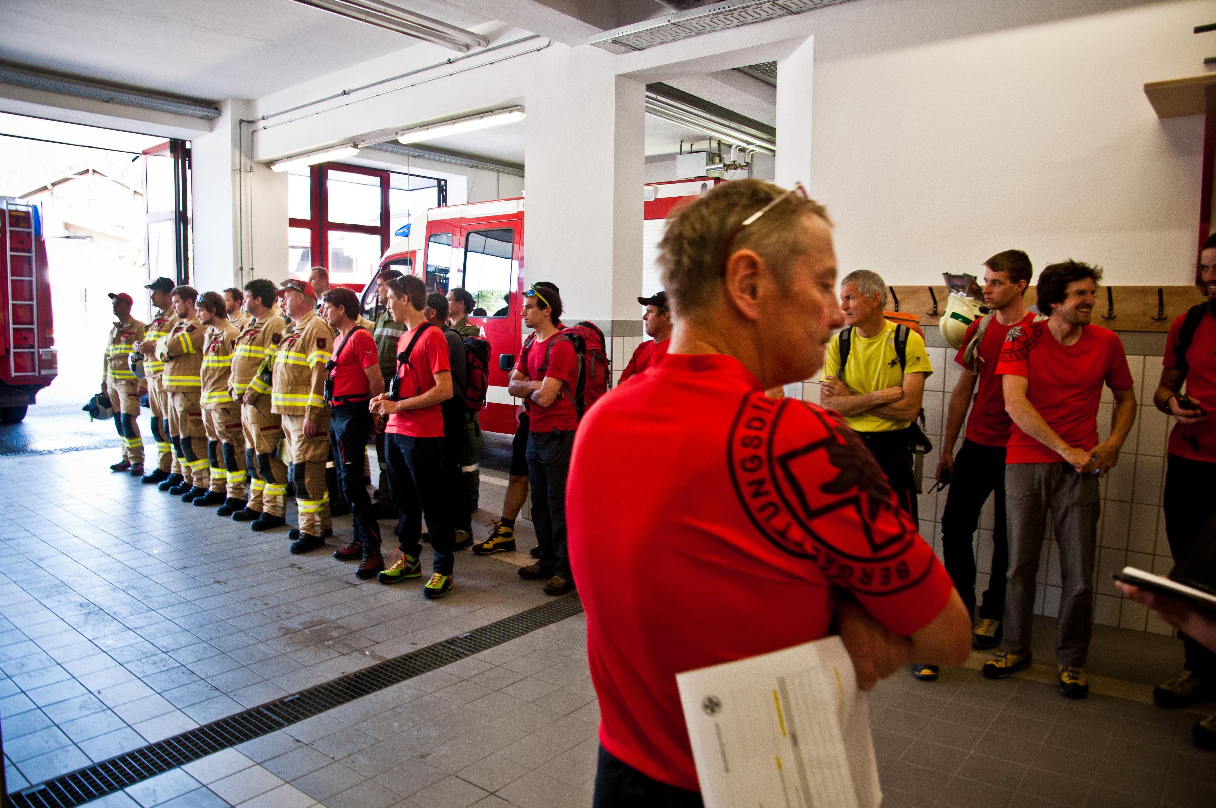 A D Tlf Me 2480 Der Feuerwehr Erkrath: Gemeinschaftsübung Mit Bergrettung