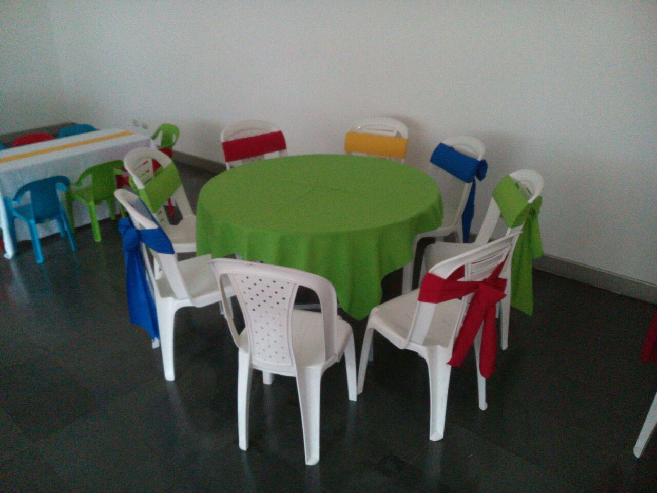 Alquiler de sillas mesas y manteles payasos titeres - Mesas para ninos de plastico ...