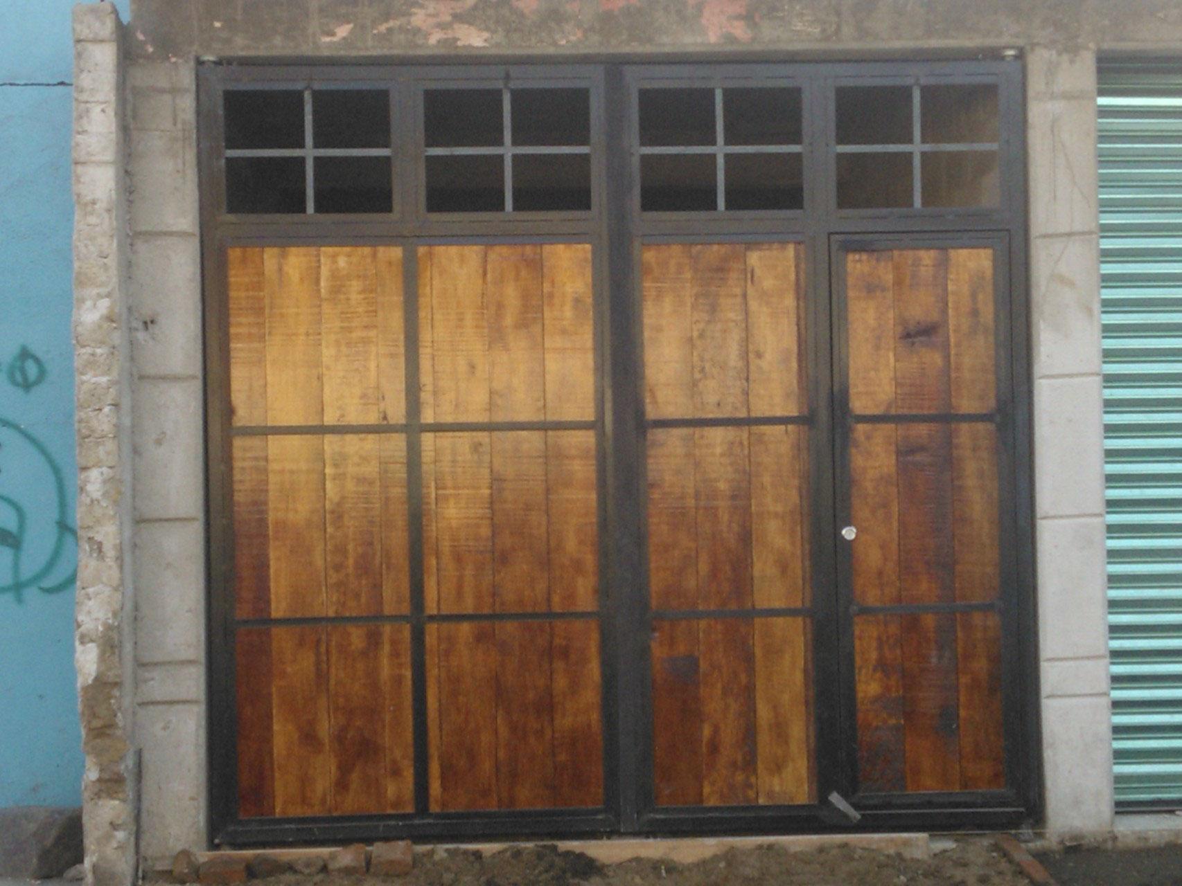 Herreria grupo amaque for Puertas y portones de madera