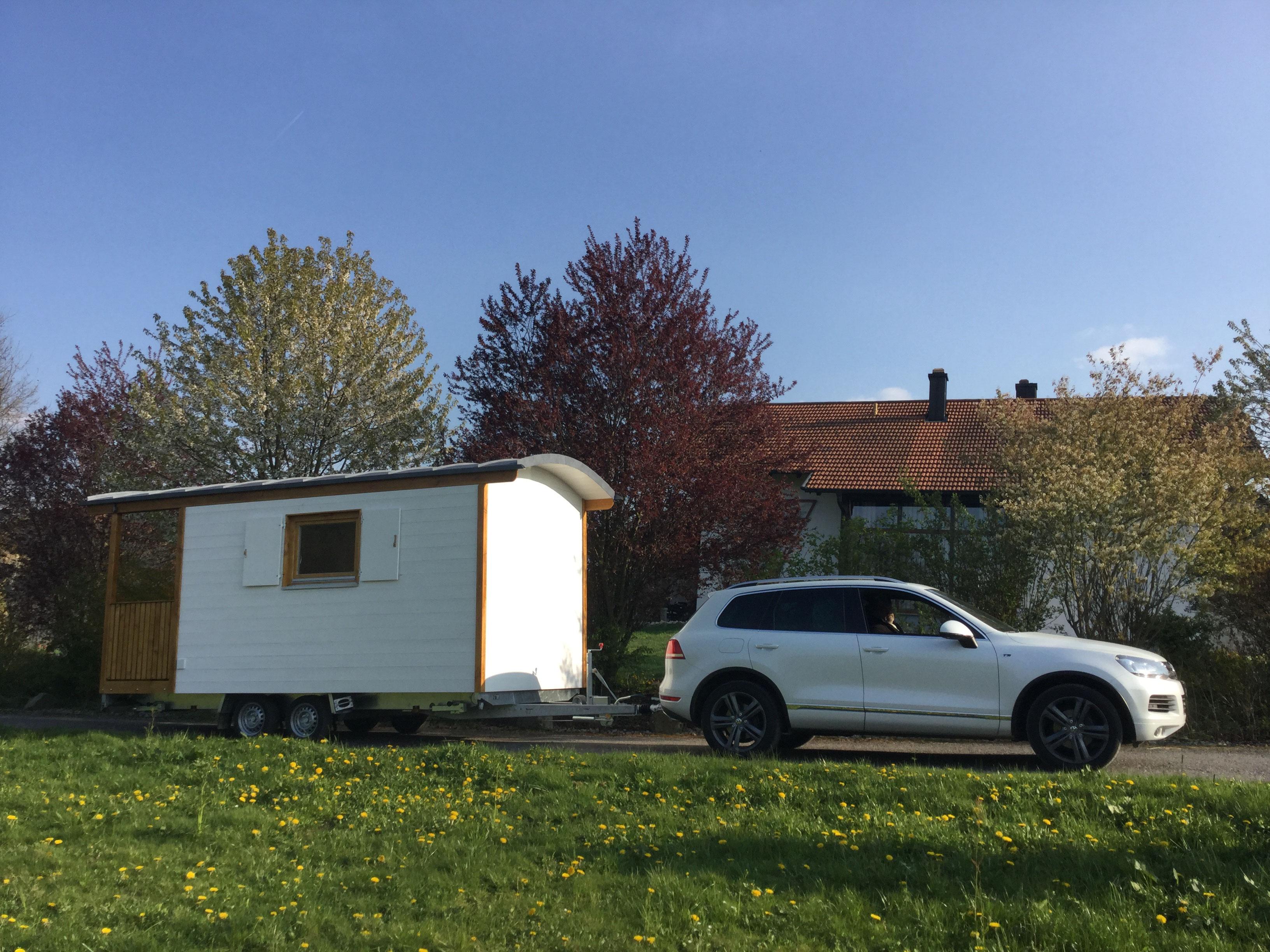 zirkuswagen mit terrasse holzbau pletz. Black Bedroom Furniture Sets. Home Design Ideas