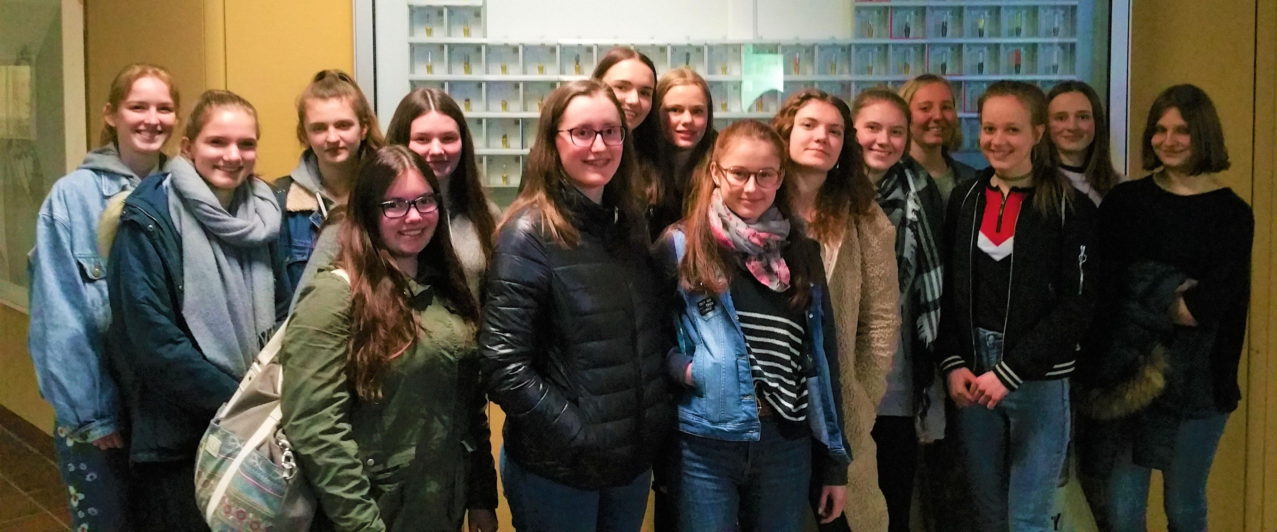 Forschung und Technik hautnah - Mädchenrealschule ...