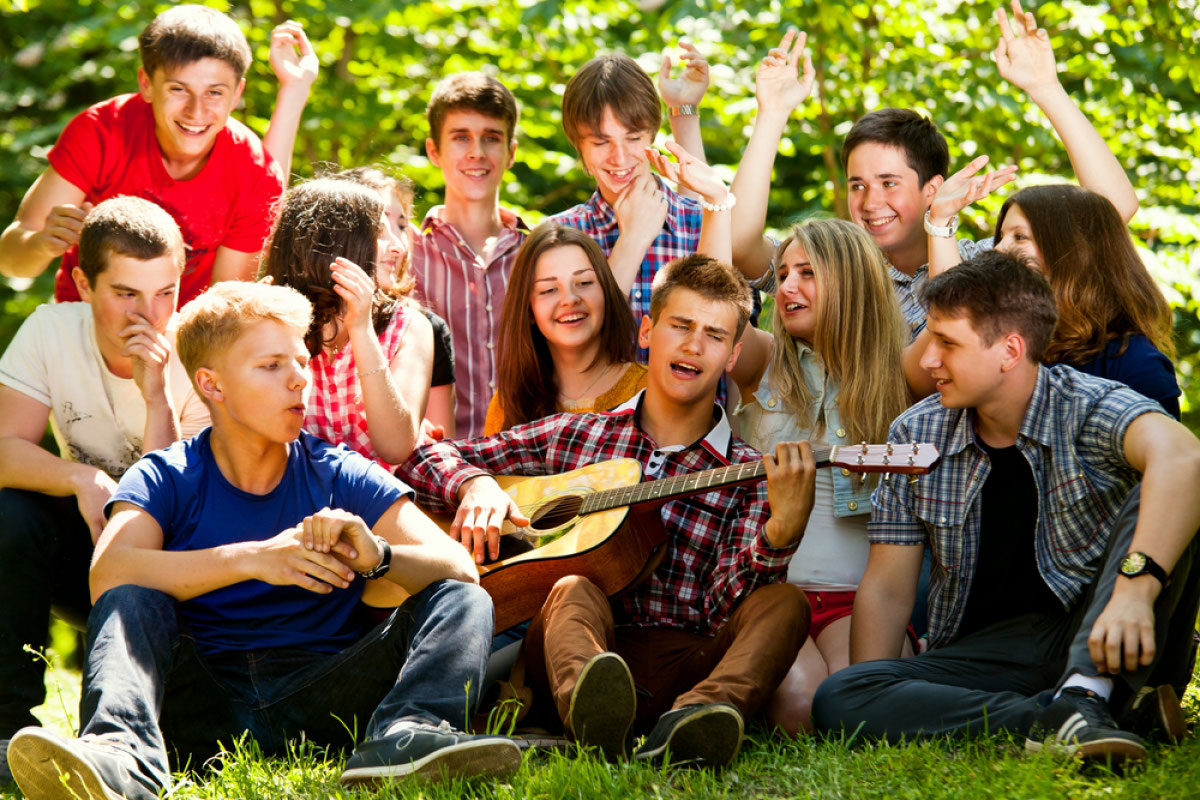 видео отдыхающей русской молодежи эти
