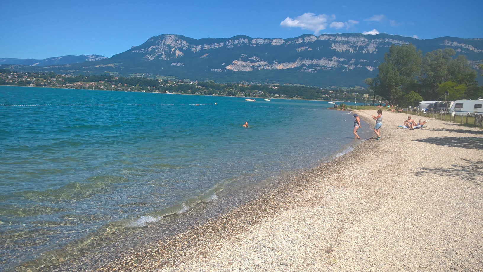 Camping international camping de l 39 le aux cygnes lac for Camping lac du bourget piscine