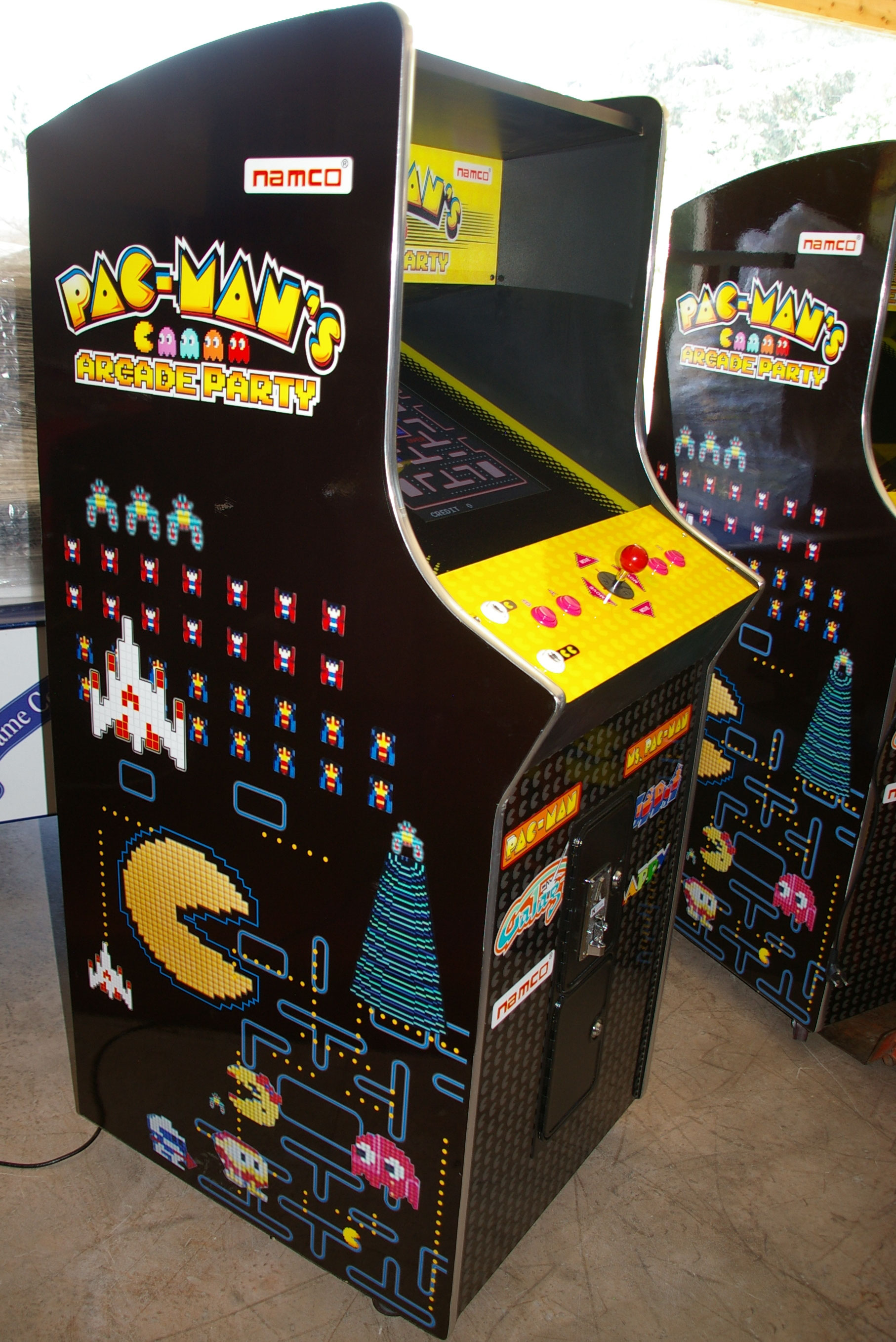 meuble pac man 39 s arcade party 60 jeux planete jeux vente de jeux flippers billards arcades. Black Bedroom Furniture Sets. Home Design Ideas