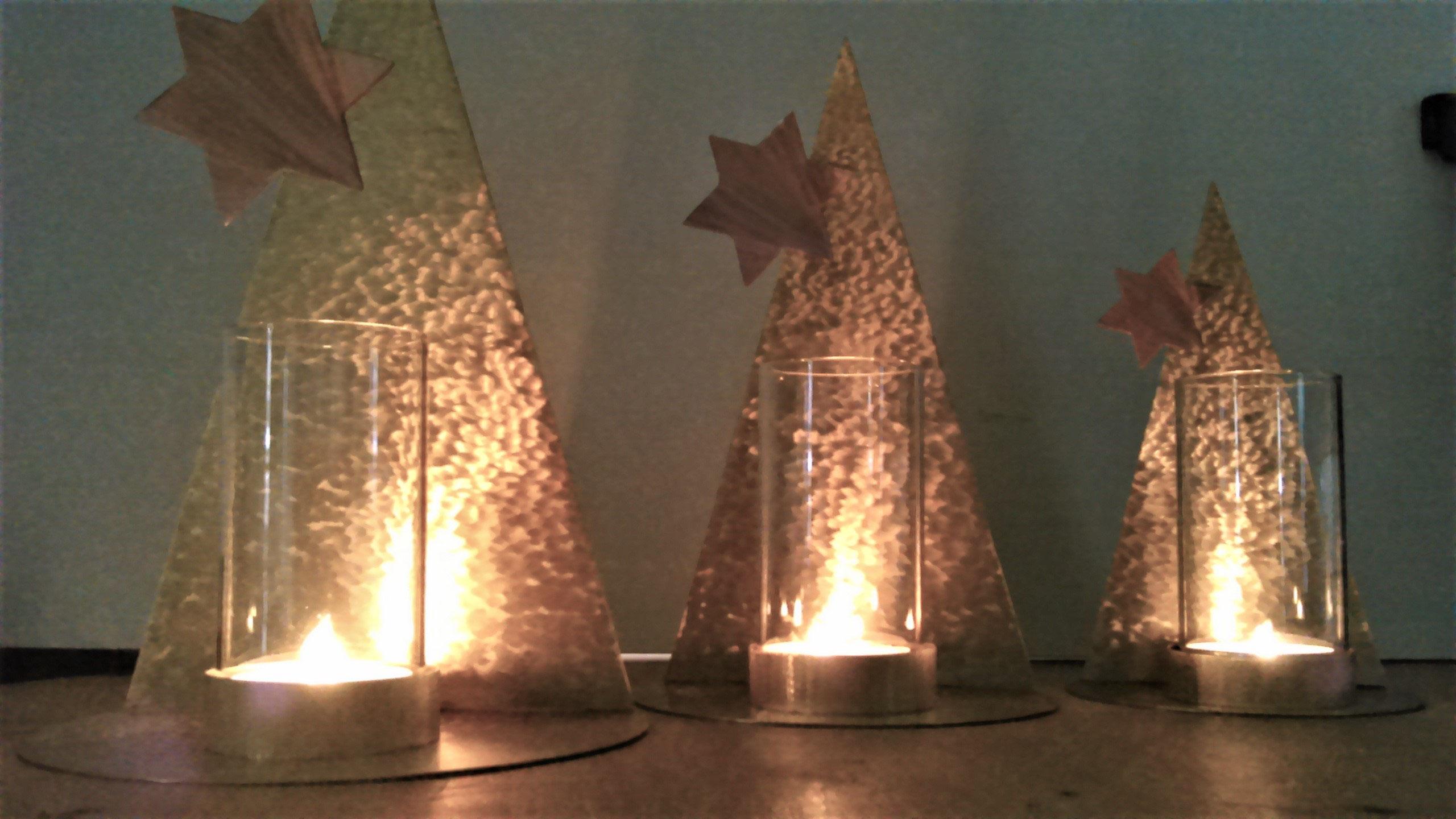 Tannenbaum Aus Blech.Weihnachtslicht Tannenbaum Kunst Aus Blech Obgekte Und Figuren