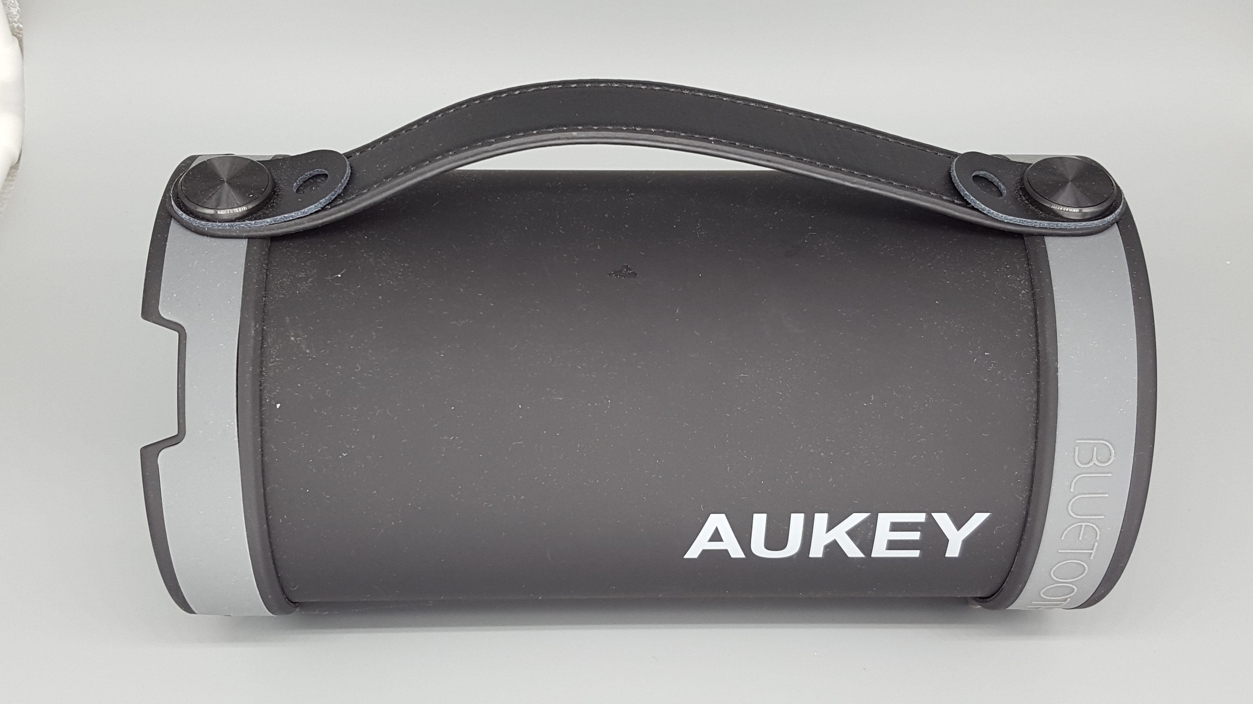 hihil drybag und aukey outdoor bluetooth box testlibelle. Black Bedroom Furniture Sets. Home Design Ideas