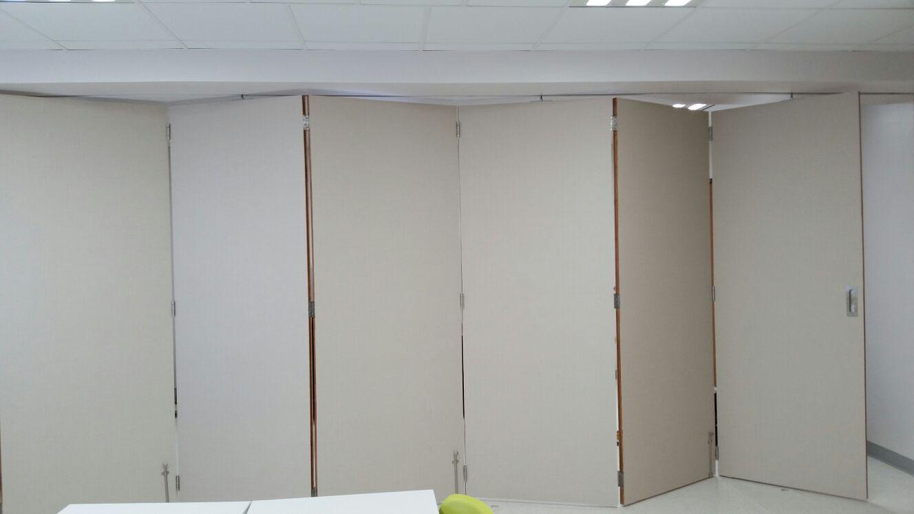 Puertas acorde n puertas y ventanas de madera en puerto for Puerta de acordeon castorama