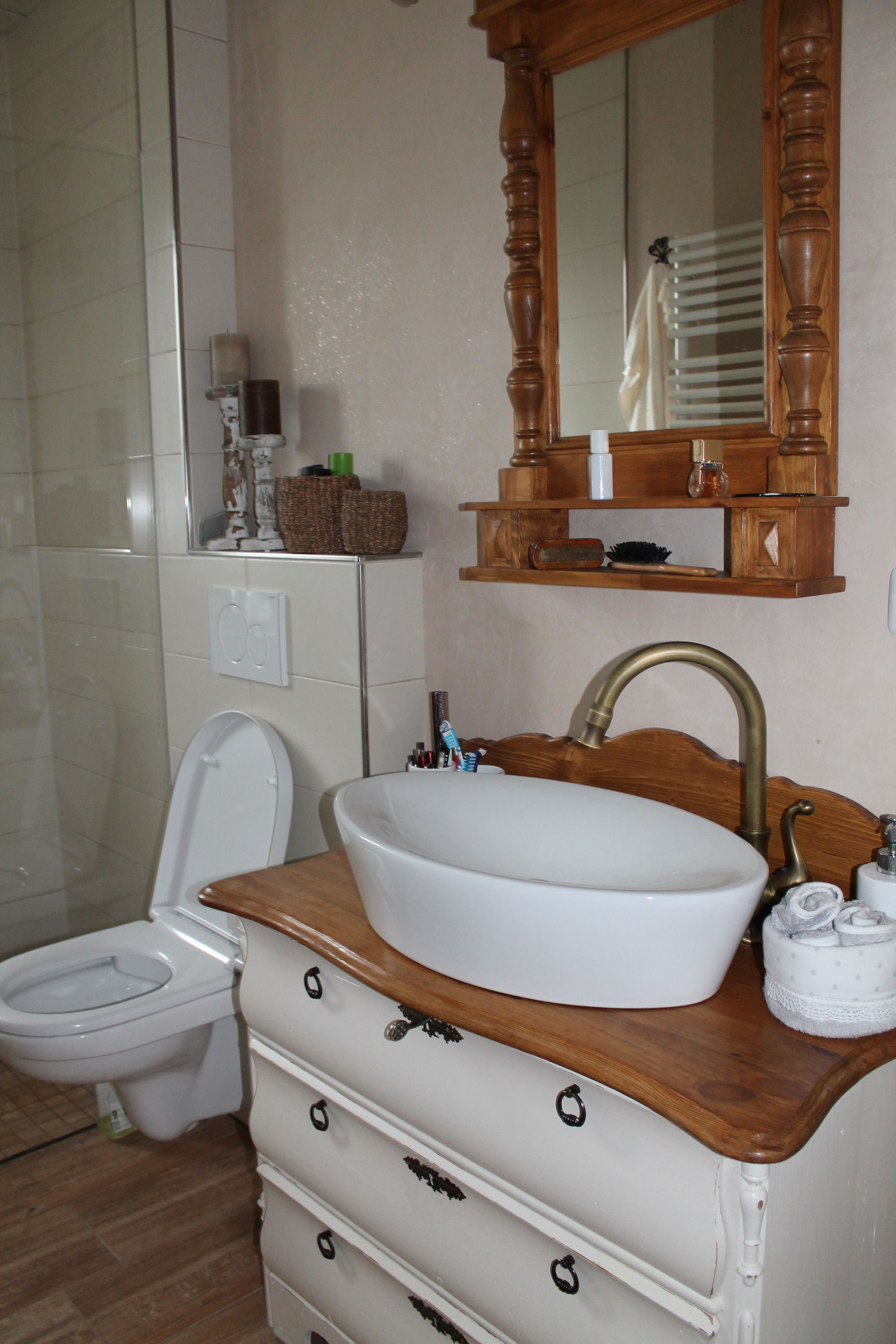 Ein Badezimmer voller Flair! - Land & Liebe Badmöbel Landhaus