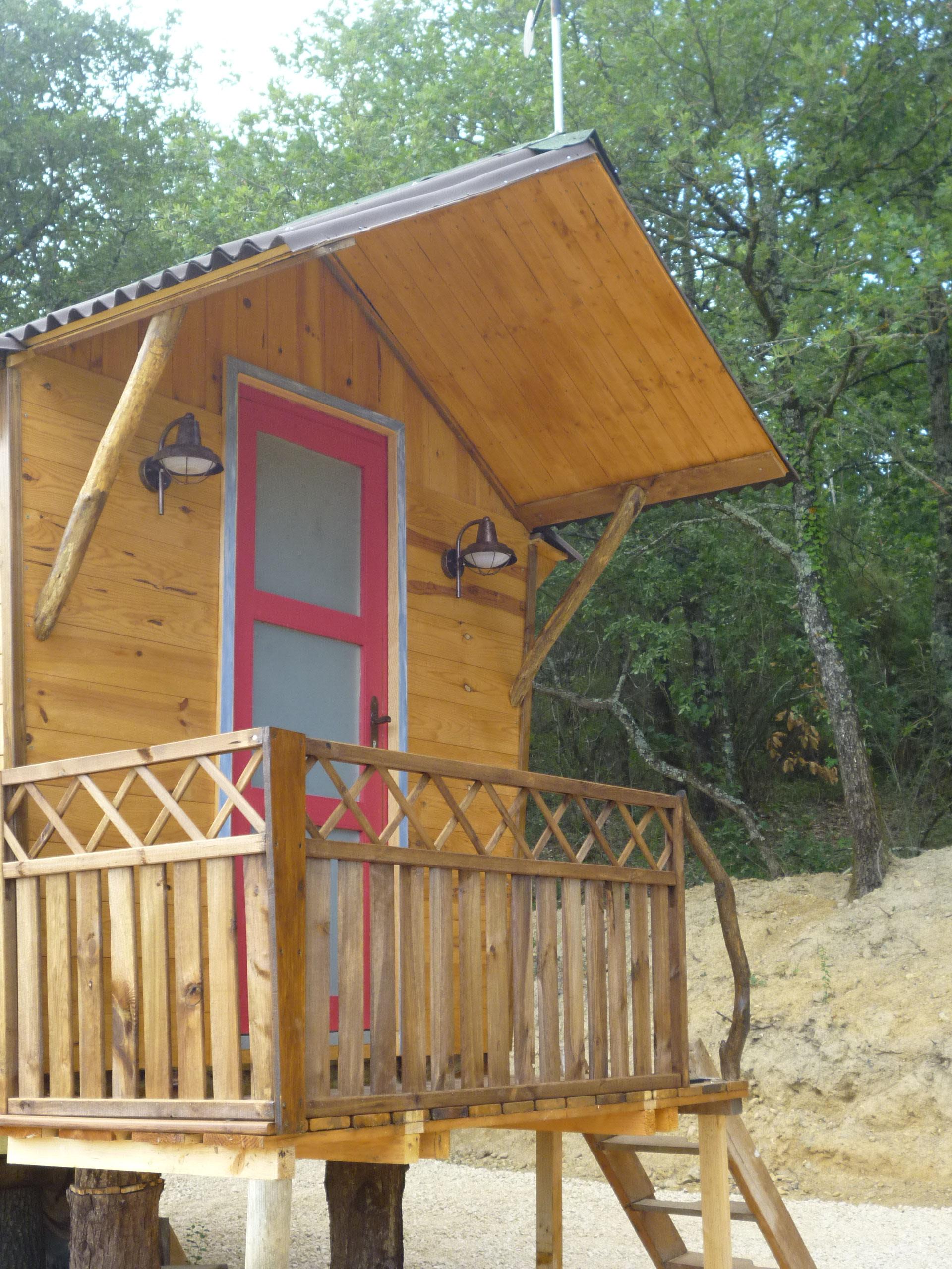 Cabane Hobbit the tiny house - hébergement insolite en yourte, cabane de hobbit