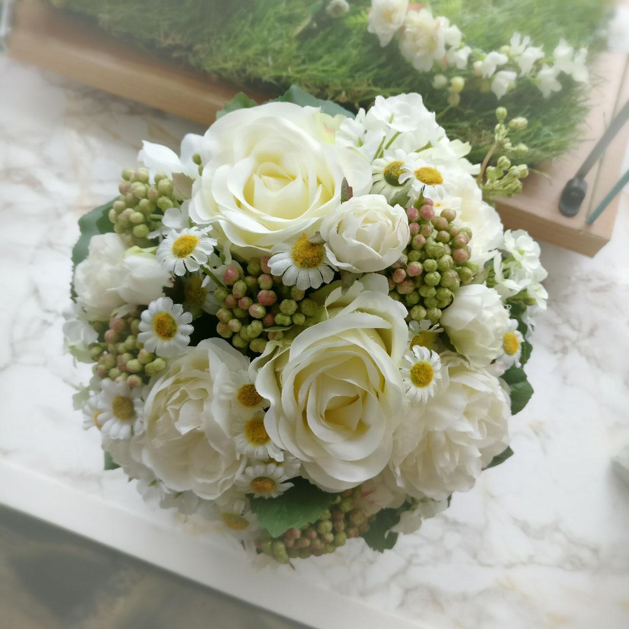Der Brautstrauss Fur S Leben Seidenblumen Haarschmuck Hochzeit