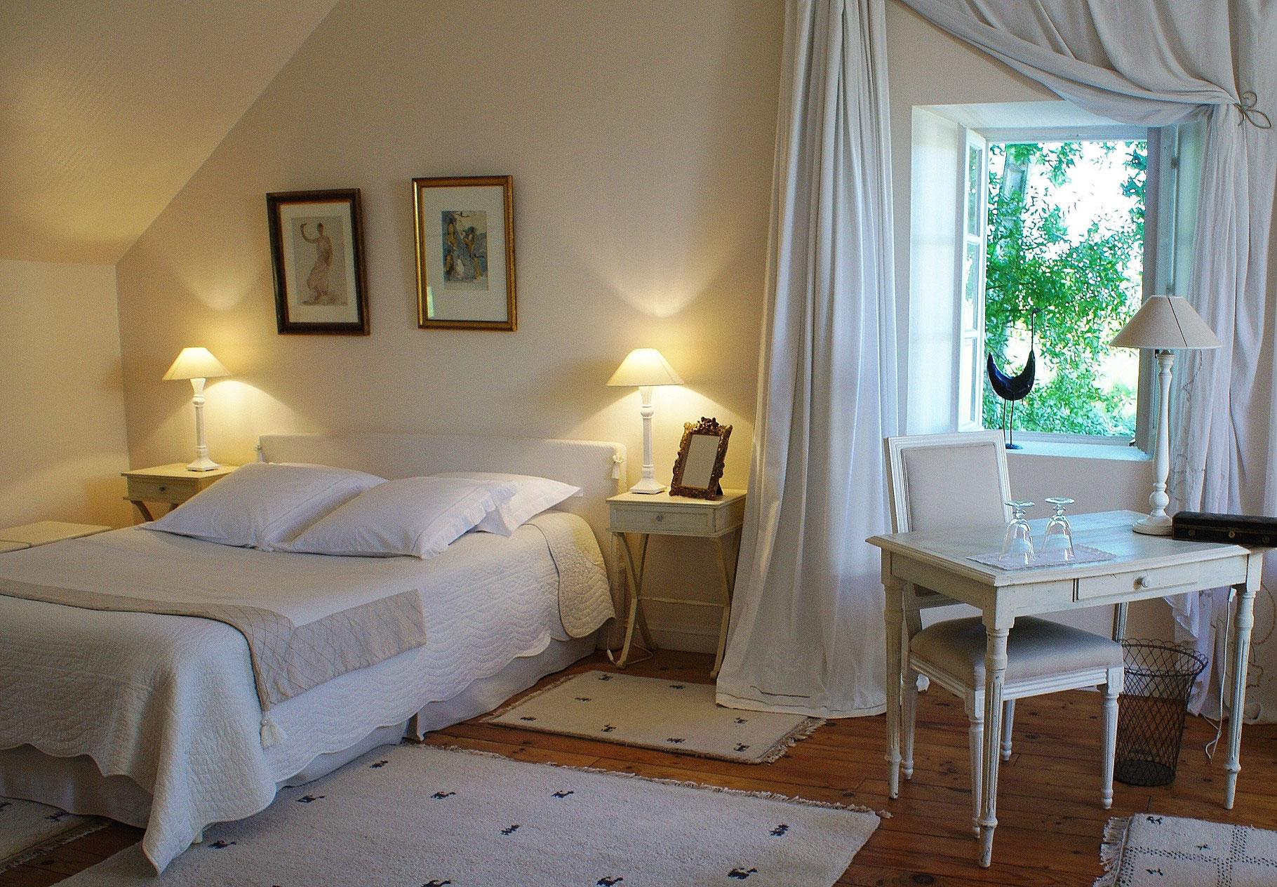 chambres d 39 h tes de charme pr s de pau en b arn chambres d 39 h tes de charme pr s de pau la. Black Bedroom Furniture Sets. Home Design Ideas