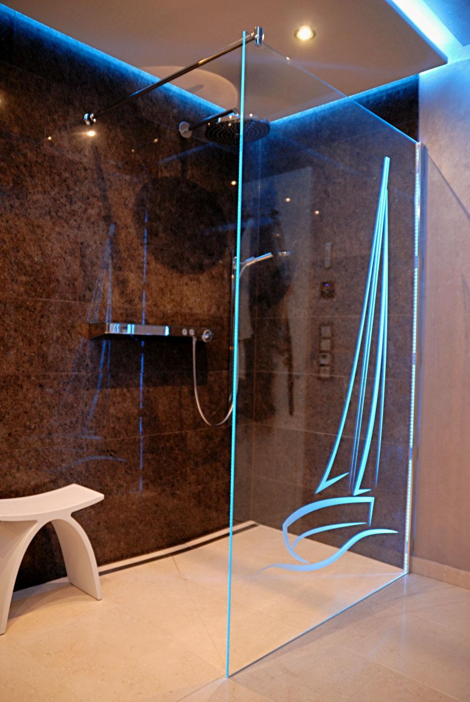 Glasdusche mit Lasermotiv - Kristhal Dusch- & Baddesign