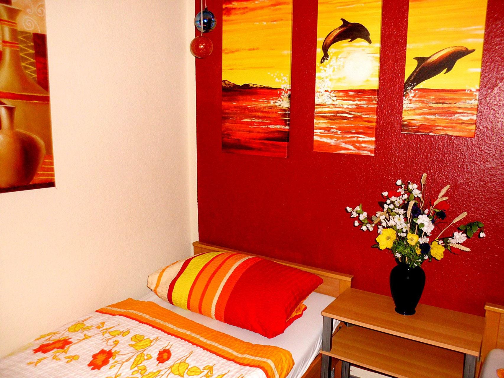 zimmer monteurzimmer in l beck gut und g nstig unterkunft l beck gut und g nstig tel. Black Bedroom Furniture Sets. Home Design Ideas