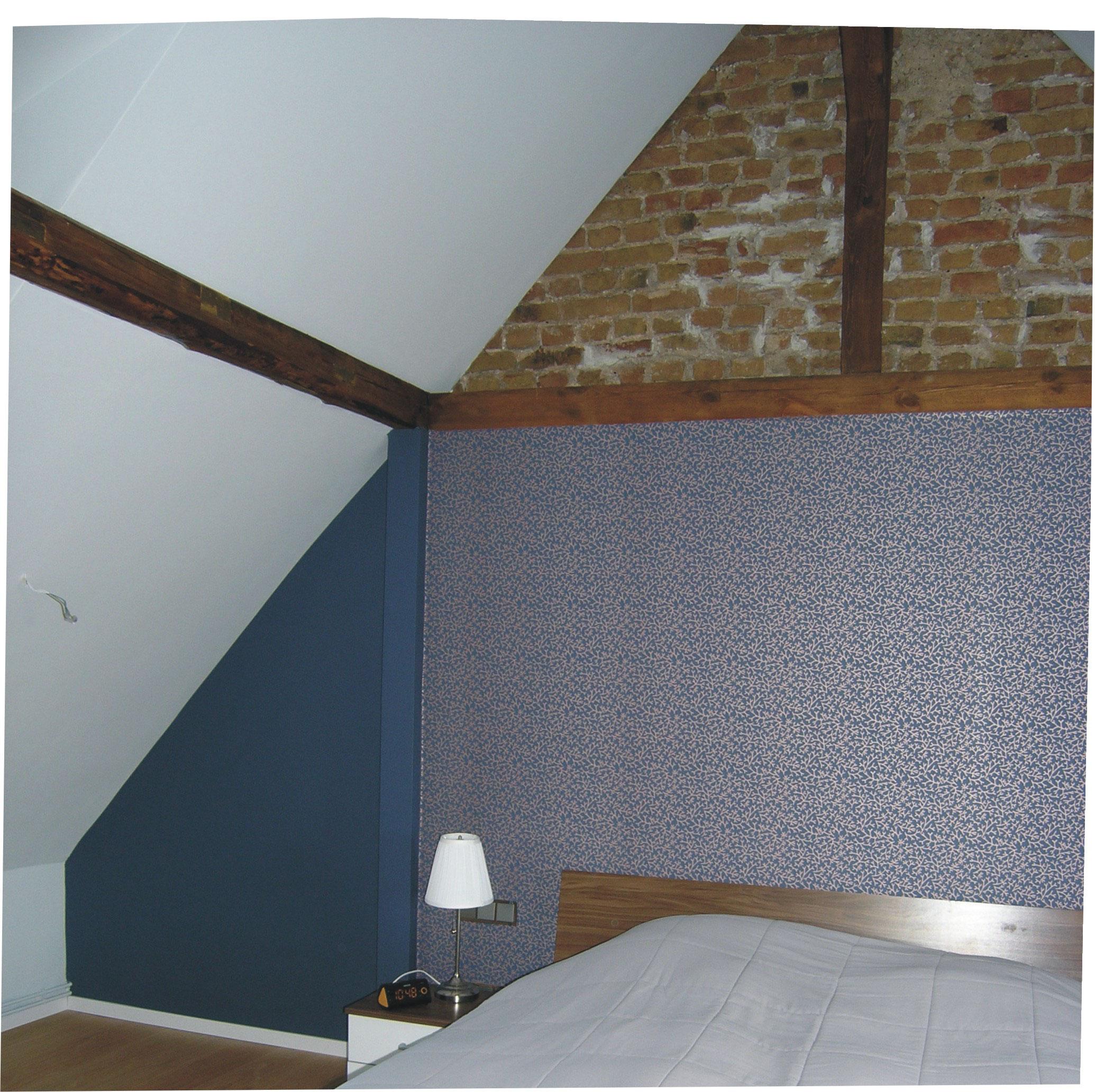 entkernung dachausbau f r ein schlafzimmer erhaltung der natursteine akzentwand mit tapete. Black Bedroom Furniture Sets. Home Design Ideas