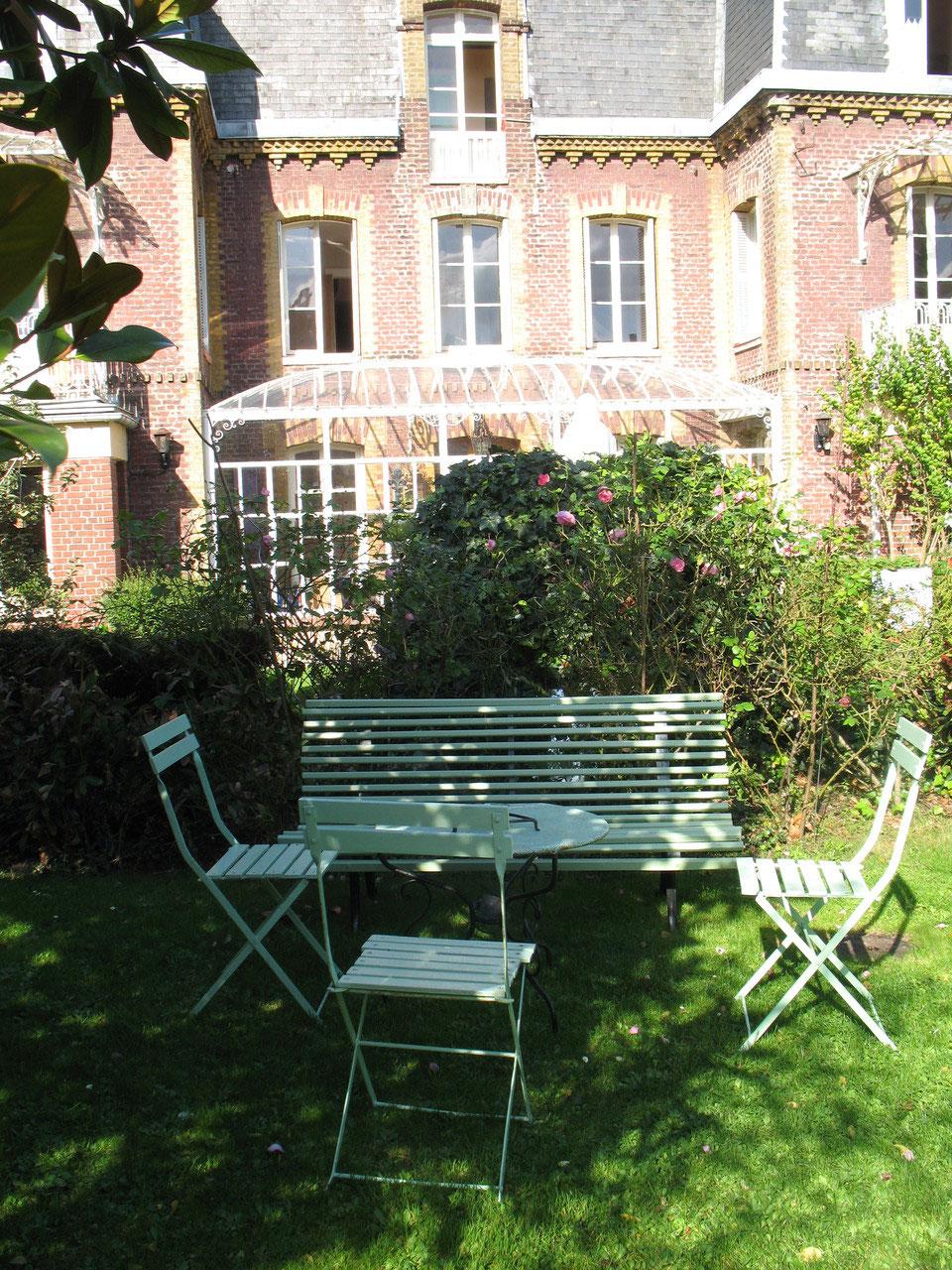 chambres d 39 h tes de charme dieppe site de la villa des capucins dieppe. Black Bedroom Furniture Sets. Home Design Ideas
