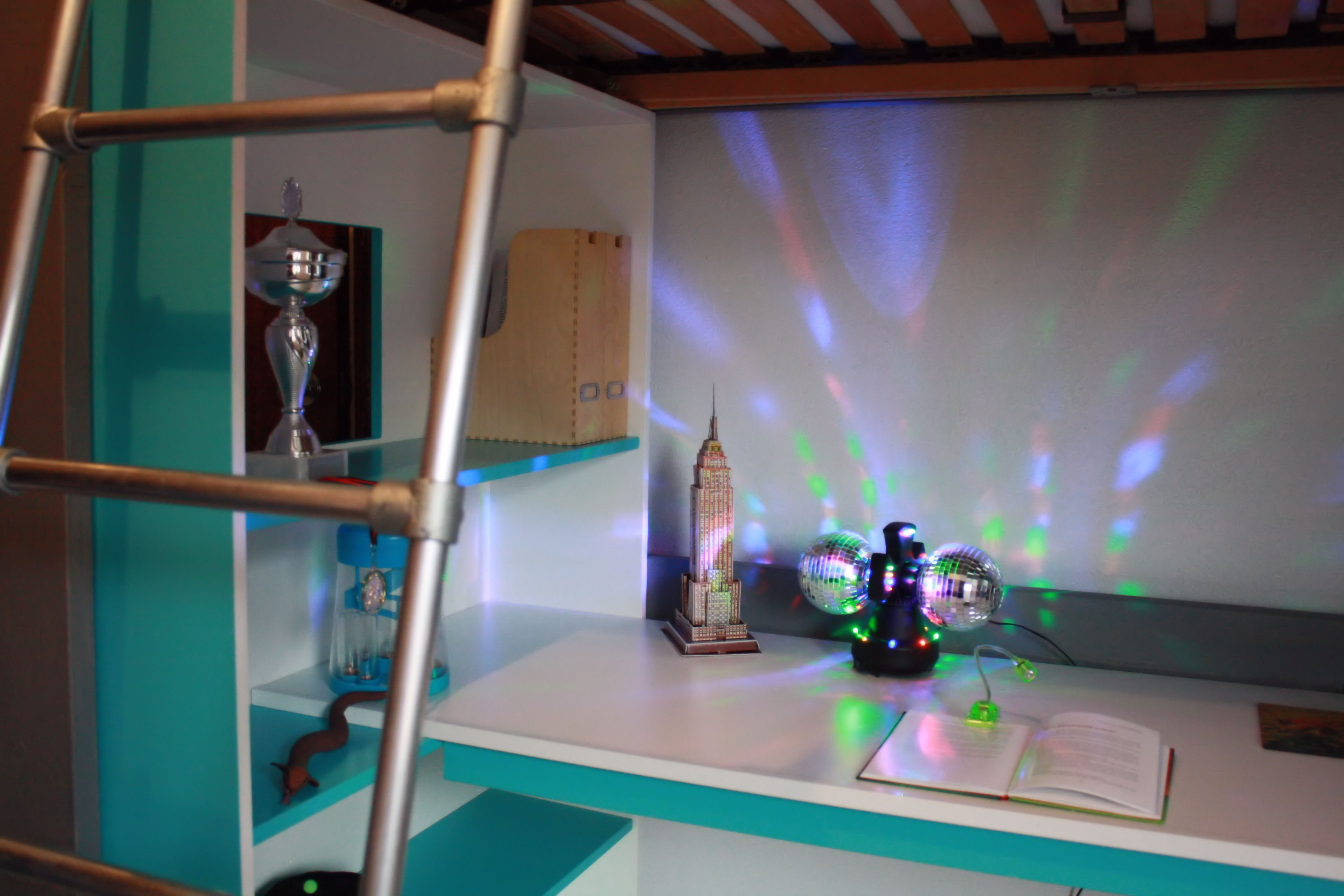 Slaapkamer op maat rene tillmans interieurbouw heerlen for Interieur ontwerpen app