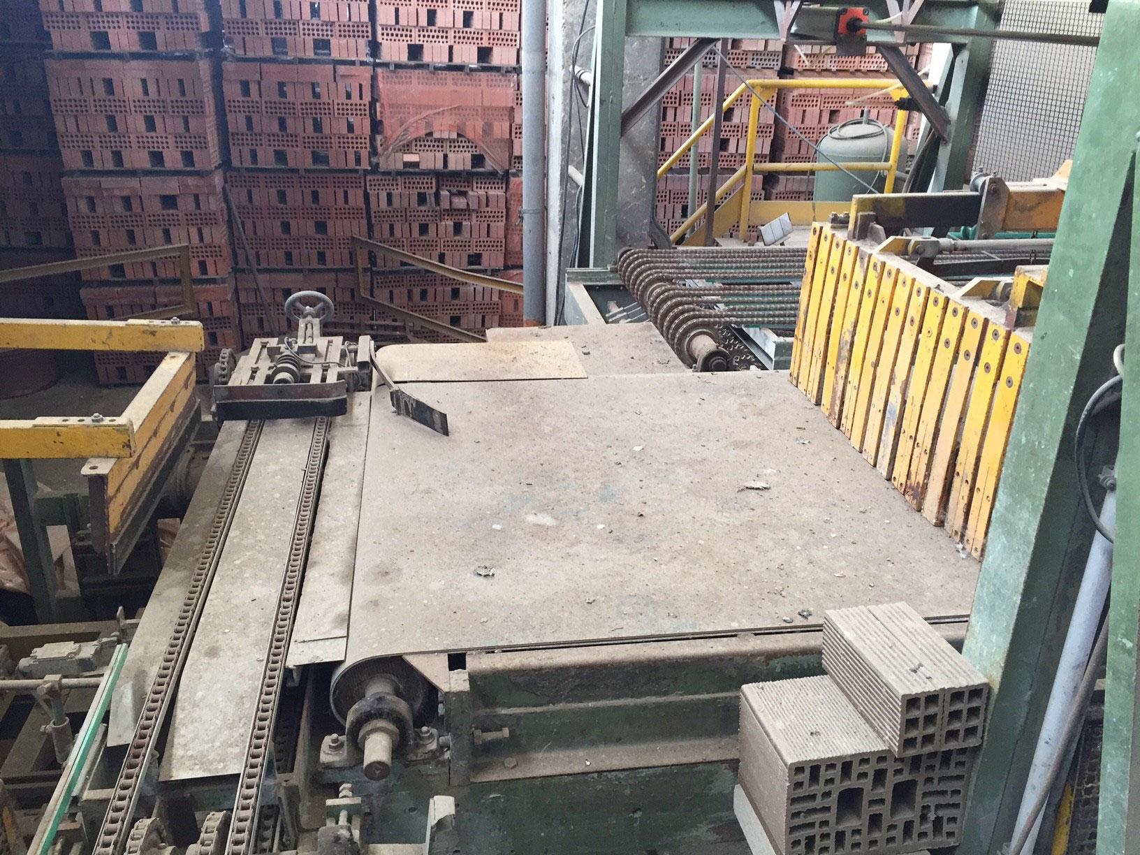 Blocchiere e mobili per manufatti in cemento macchinari for Mobili nuovi d occasione