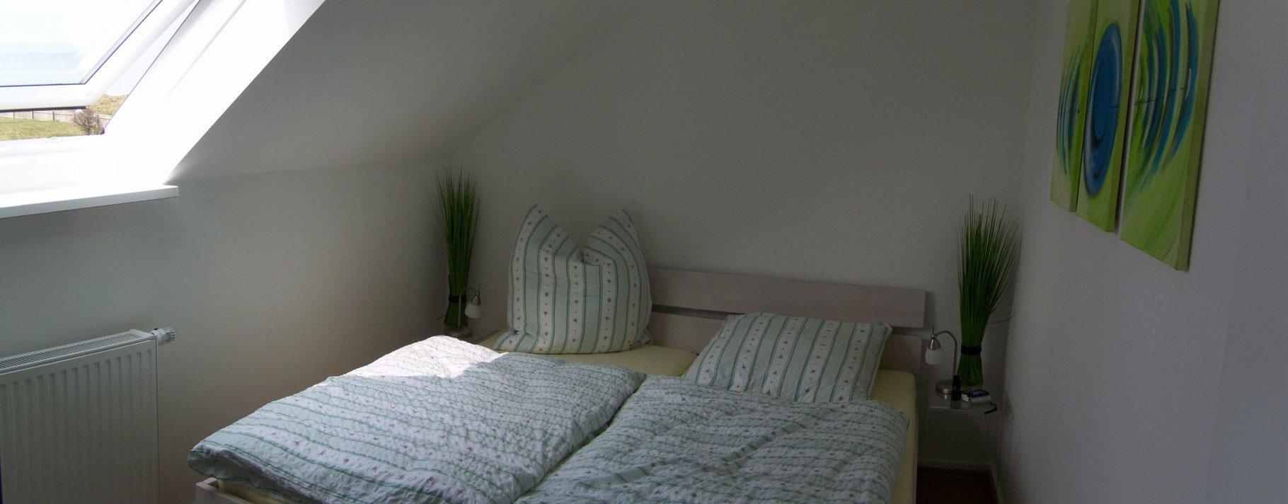 Schlafzimmer 19 oben - Ferienhaus Marder Helgoland