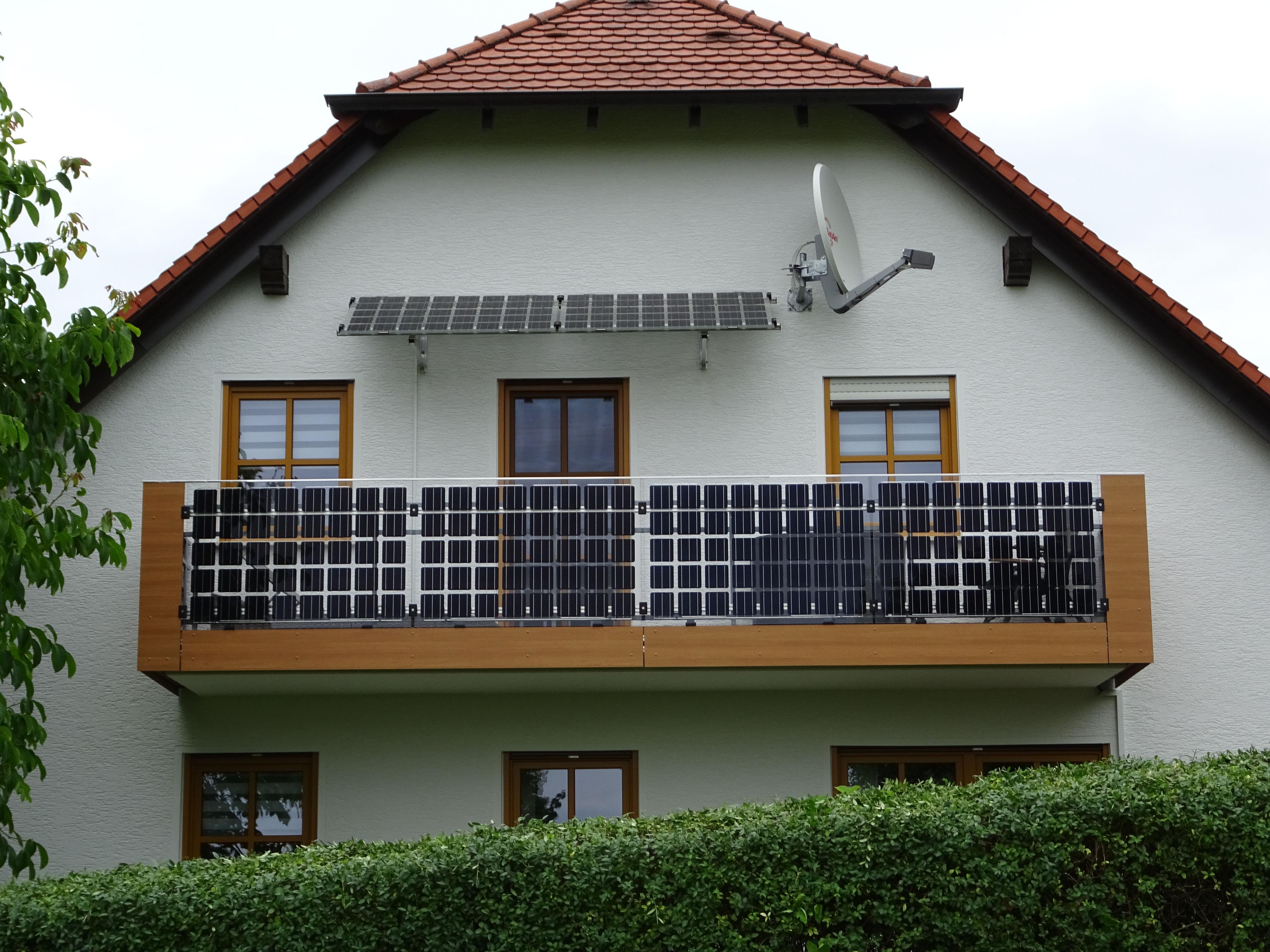 balkon gel nder terrasse oder attika nutzen geb ude nutzen und gleichzeitig solarstrom. Black Bedroom Furniture Sets. Home Design Ideas