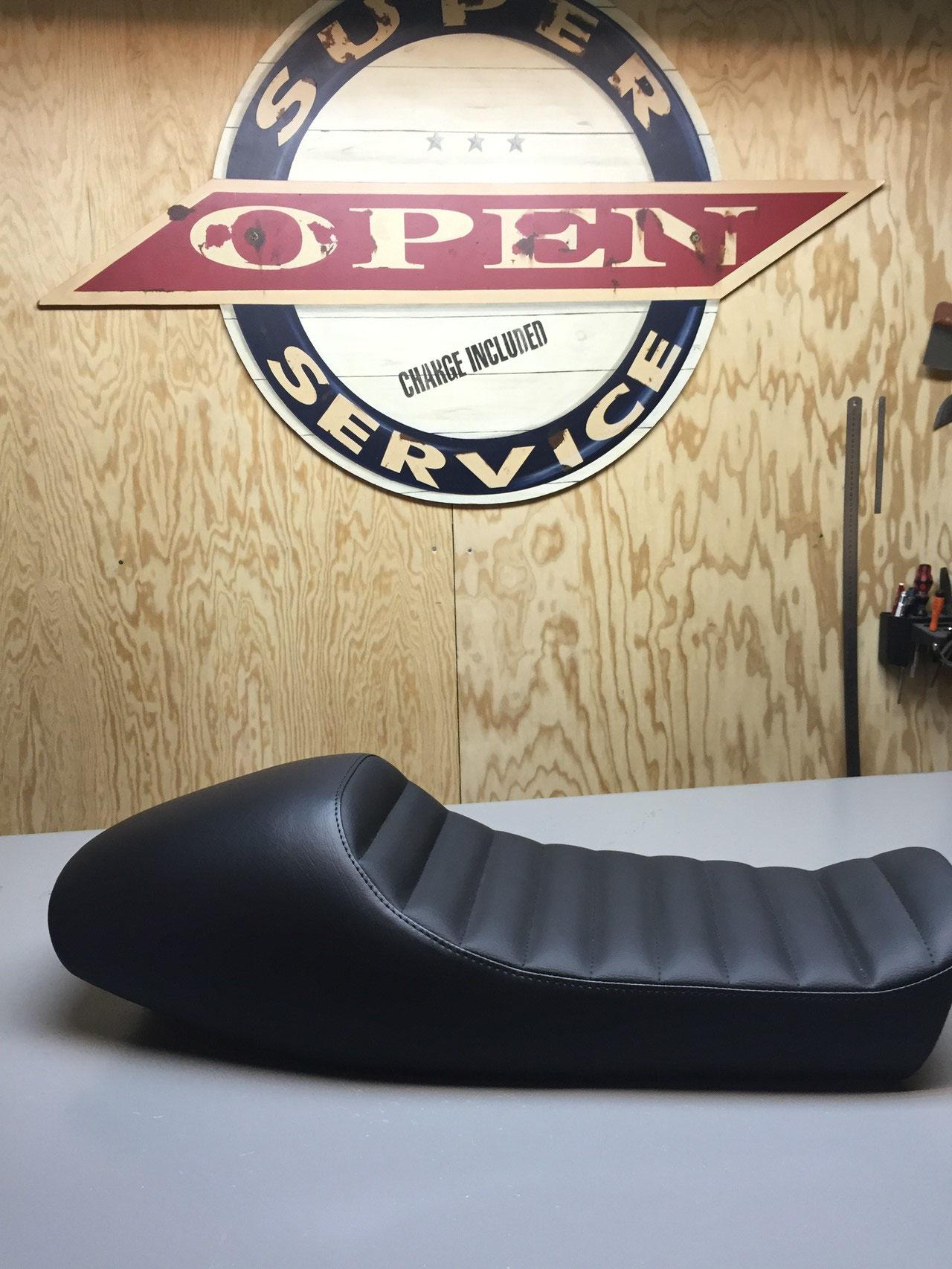 la moto vincent bouffort artisan sellier tapissier rennes. Black Bedroom Furniture Sets. Home Design Ideas
