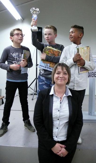 L'équipe de l'école Jean Zay de Ham championne 2017 accompagnée de Madame le Maire de Fricourt