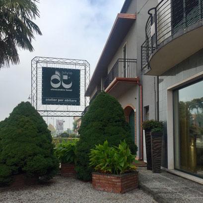 イタリア家具店