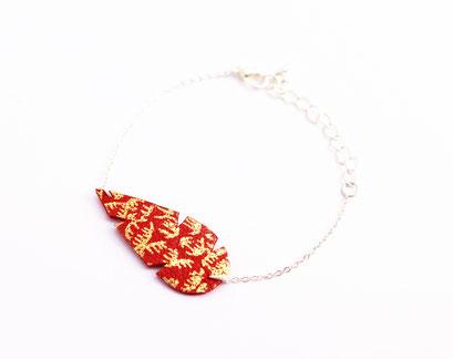bijoux cuir, sarayana, création bijoux, bijoux fait main, bracelet cuir, bracelet plume, plume de cuir, bracelet rouge et dor