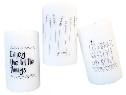 Weiße Kerzen mit schwarzen skandinavischen Motiven und Mustern