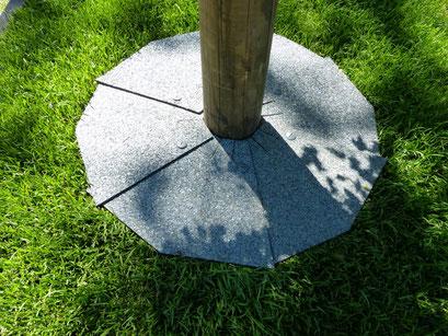 """""""FloRa-Ring - braun"""" - Rasenkante an einem Baum"""