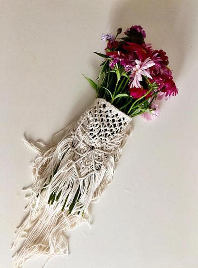 Emballage pour bouquet de mariée bohème en macramé (cliquez pour plus d'informations)