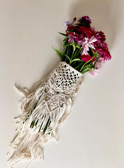 Macramé bouquet wrap (click on the picture for more information)