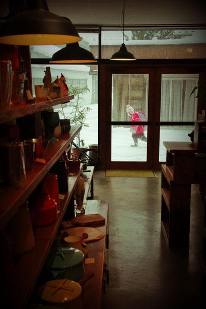 隠岐の島 京見屋分店 冬 雪景色 下校