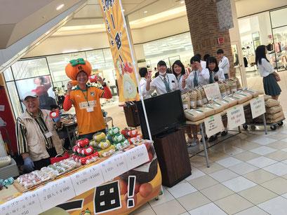 カッキーマンと農林の生徒たちで柿スイーツを販売