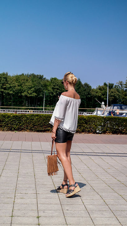 Stylishe Wedges von Clarks & Pom Pom Bluse lassen Sommer Feeling aufkommen | Perfekt für sommerliche Outfits | hot-port.de | 30+ Style Blog