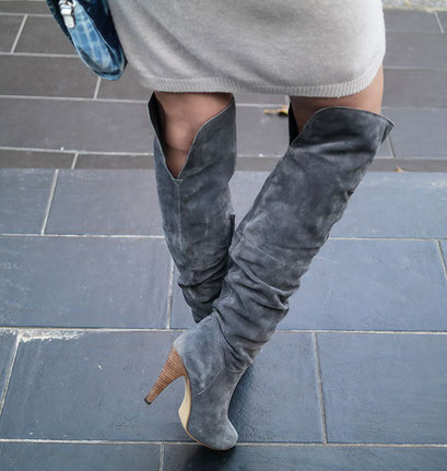Outfit Old But Gold | Strickkleid von Asos & Overknees + Guess Denim Bag | hot-port.de | 30+ Blog