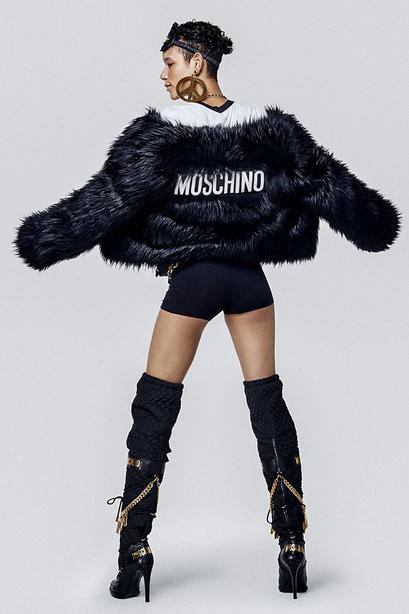 Moschino X H&M - Die wohl coolste Fashion Collab seit es Kooperationen gibt. Ob sich Moschino beim schwedischen Moodegiganten behaupten kann, bleibt abzuwarten | Hot Port Life & Style | www.hot-port.de | Deutscher Style Blog für Frauen um die 30